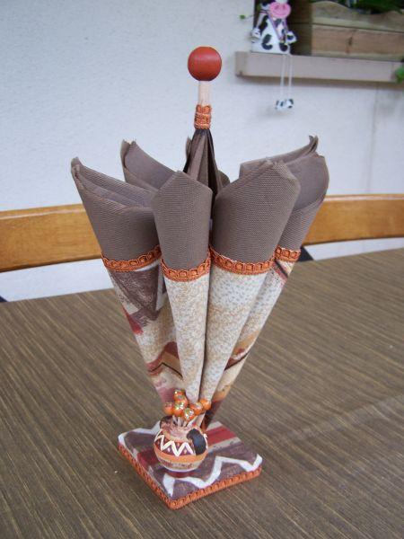 parapluie porte serviette personnages en pots de terre cuite. Black Bedroom Furniture Sets. Home Design Ideas