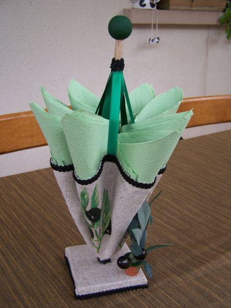 Parapluie porte serviette personnages en pots de terre cuite - Porte serviette en grillage plastique ...