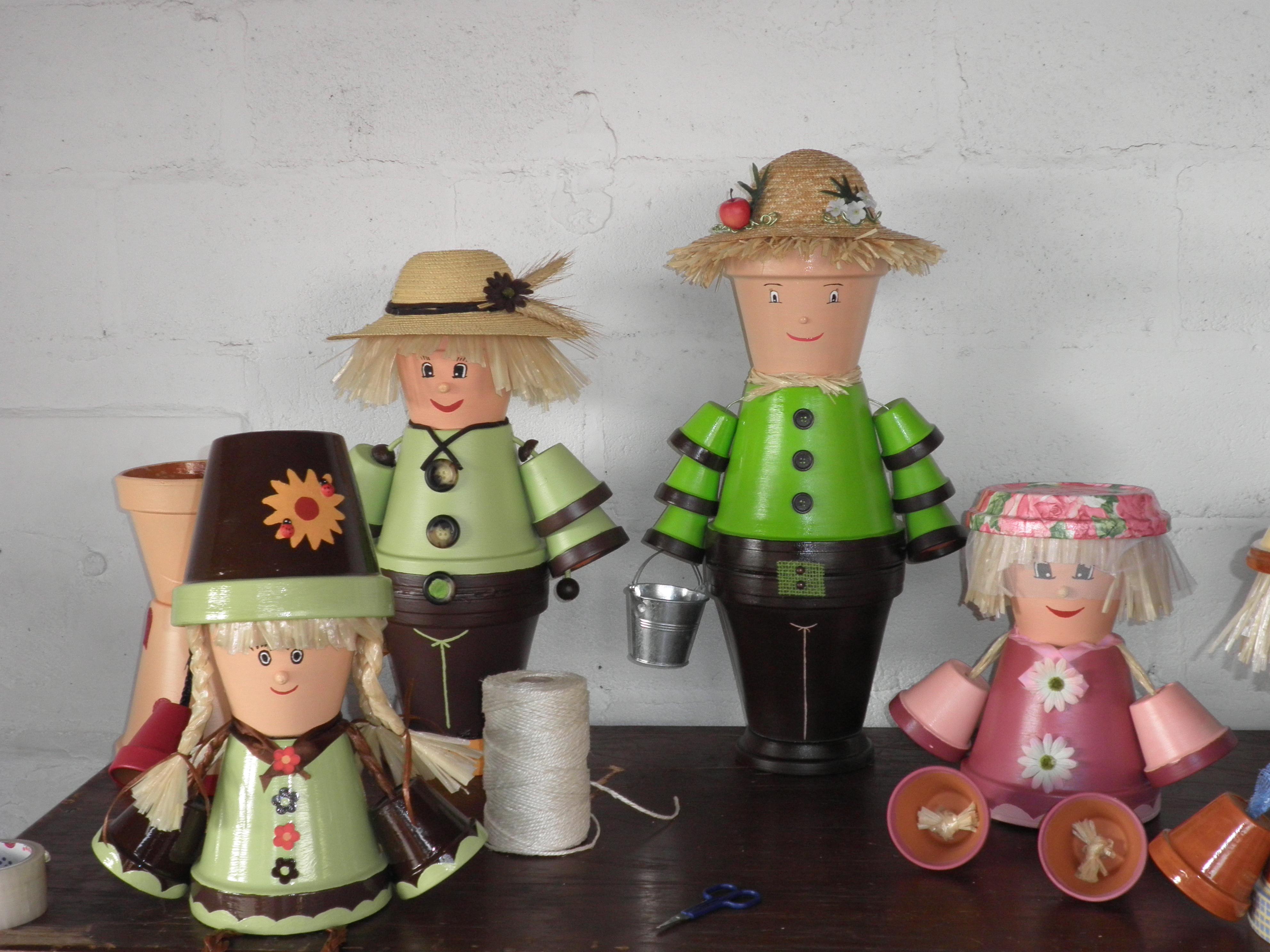 creations de nathalie personnages en pots de terre cuite. Black Bedroom Furniture Sets. Home Design Ideas